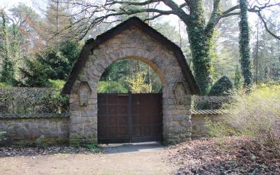 Geheimnisvolle Orte: Selbstmörderfriedhof / Cimetière des sans noms